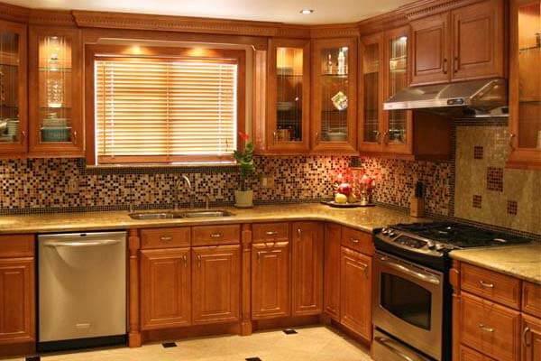 Custom-Kitchen-Cabinetry-600x400-Honey-Maple